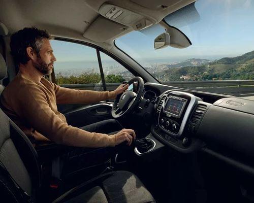 New Renault TRAFIC Passenger