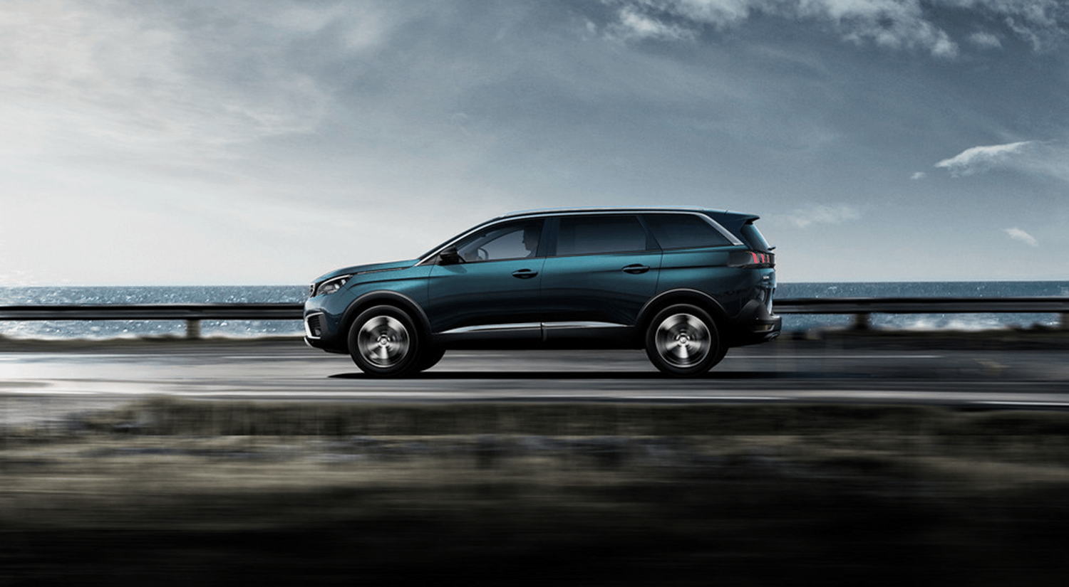 Side view Peugeot 5008 SUV driving