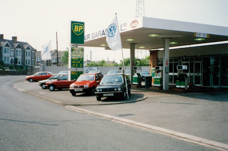 Old image of garage forecourt