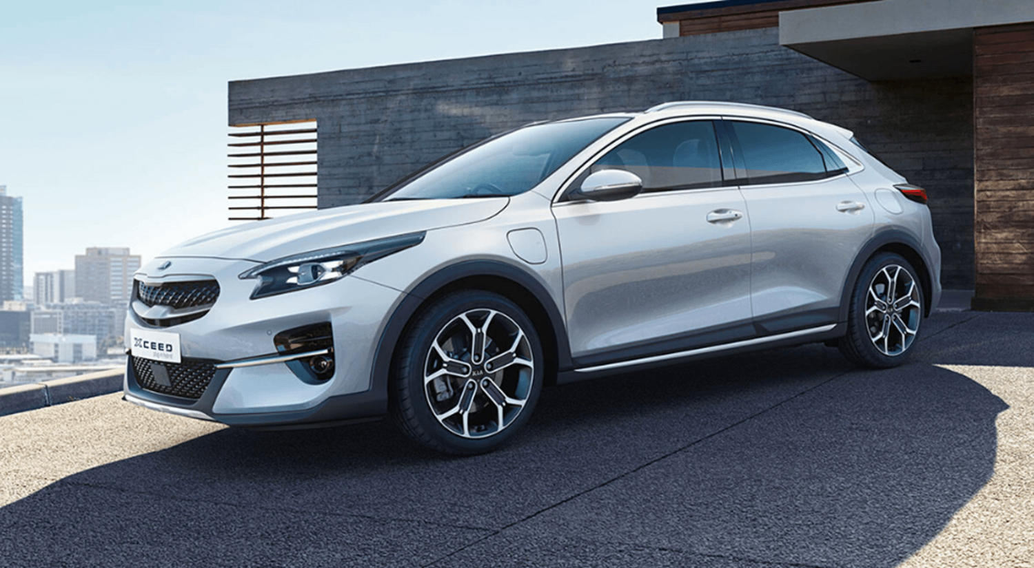 White All-New Kia Xceed Plug-In Hybrid parked on driveway