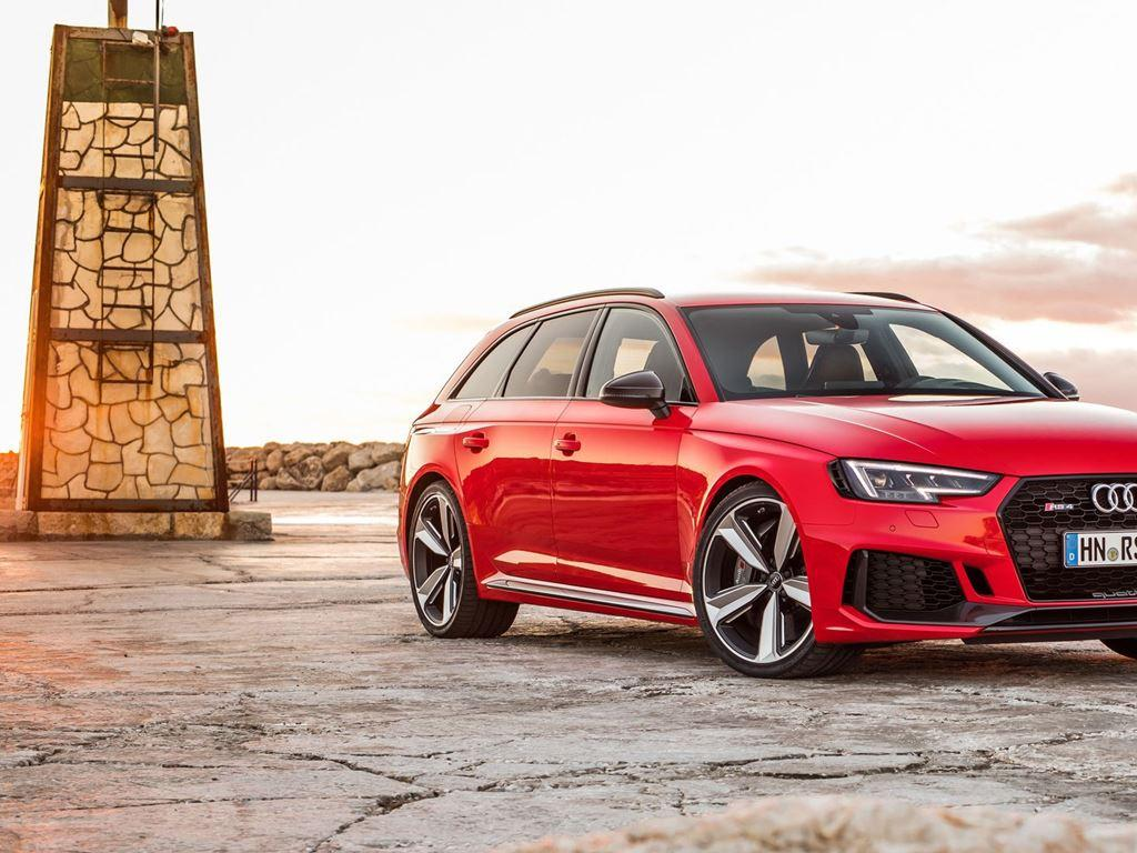Red RS4 Avant