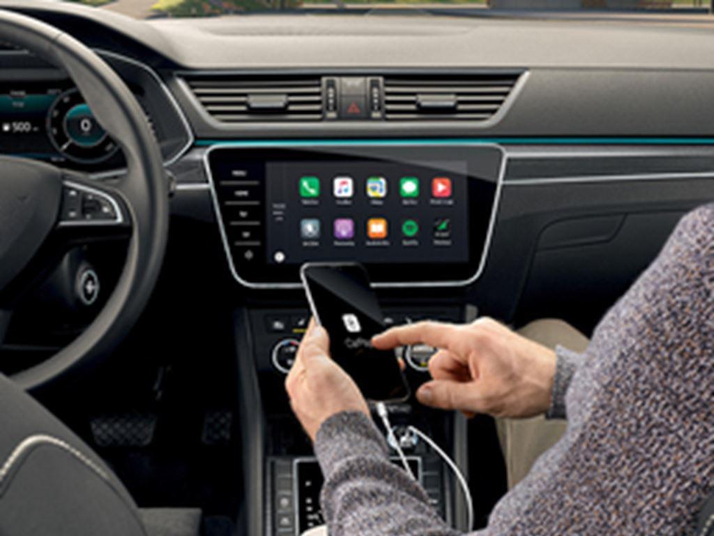 Superb iV Hatch Carplay