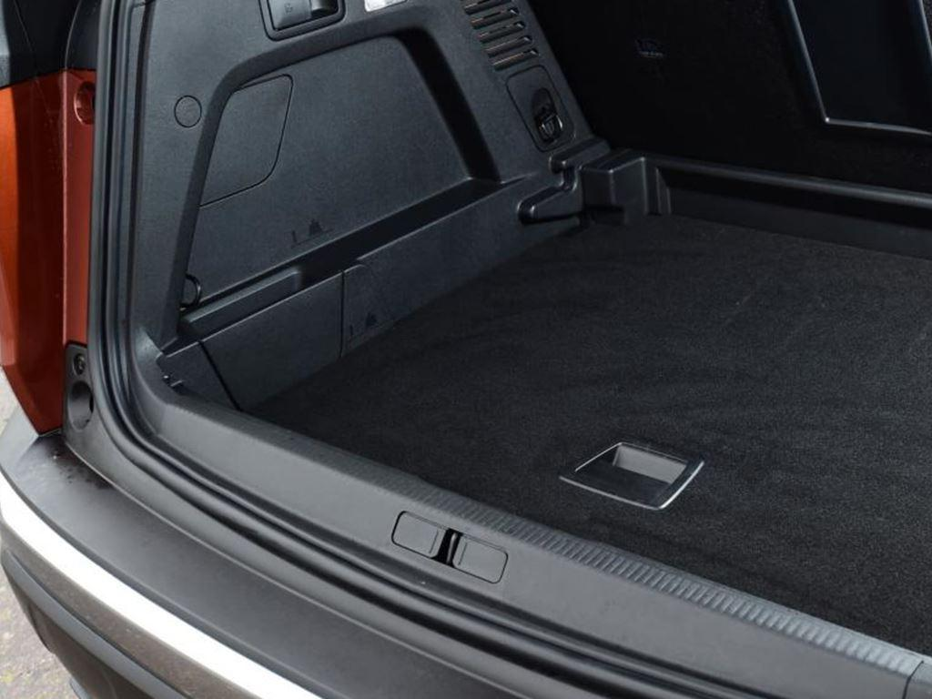 Startin Peugeot Redditch Worcester - 3008 gt line boot space