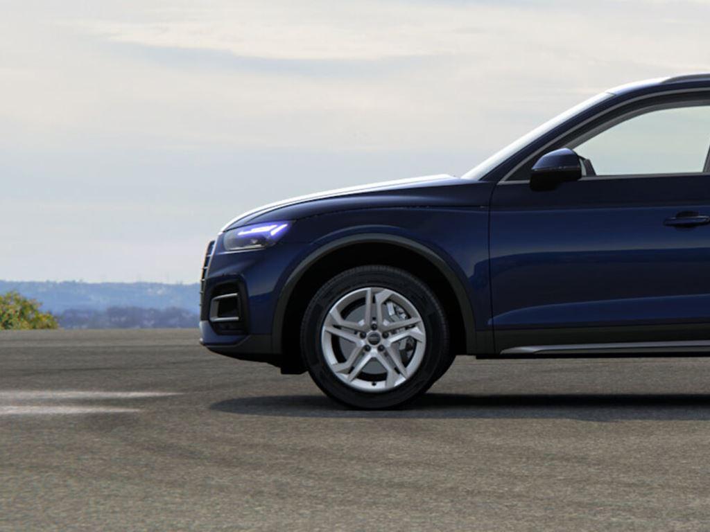 New Audi Q5 Side View