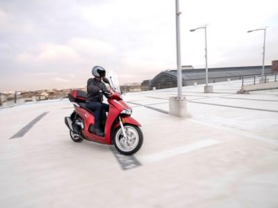 Honda Motorcycles - SH350i