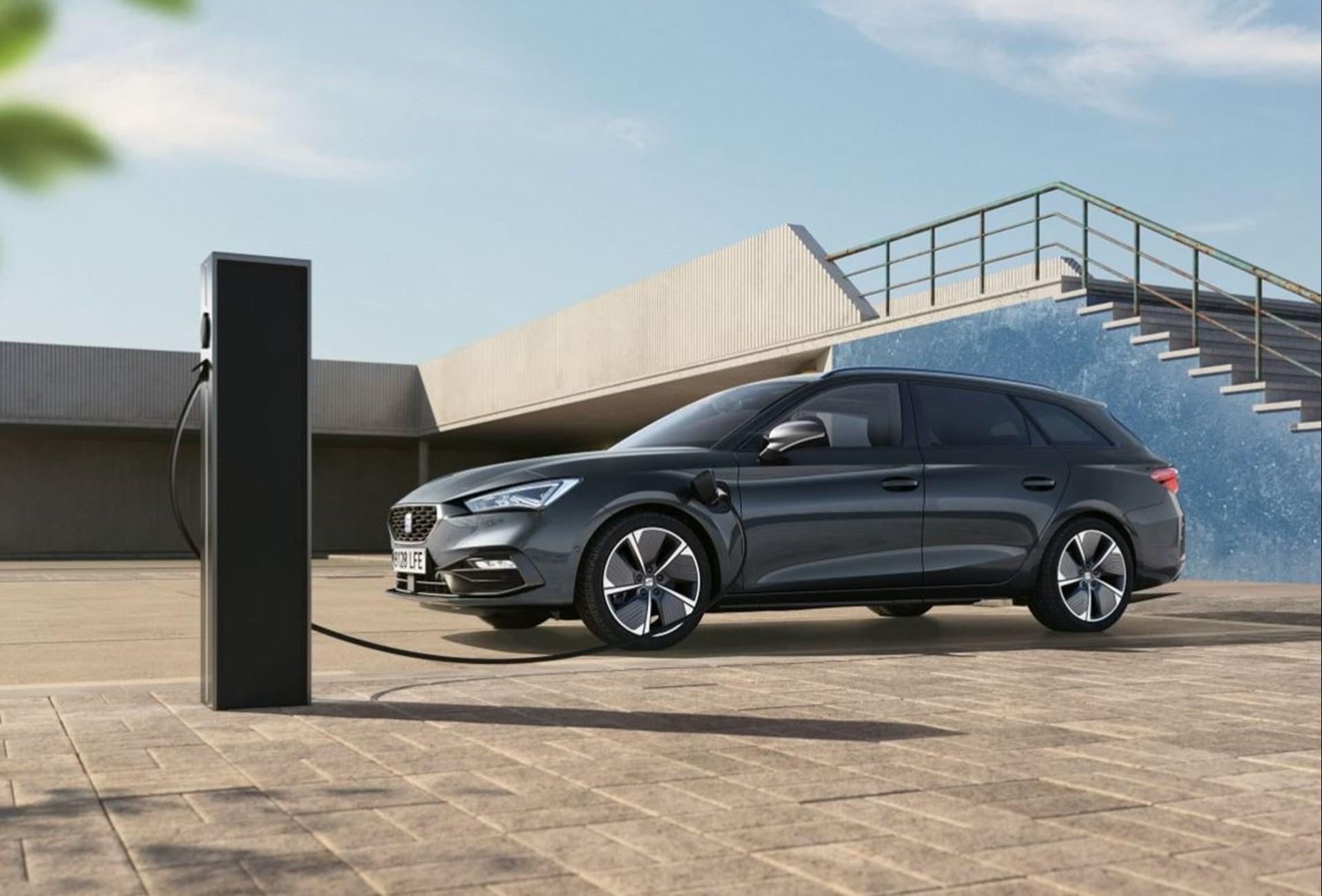 The new SEAT Leon Estate e-HYBRID