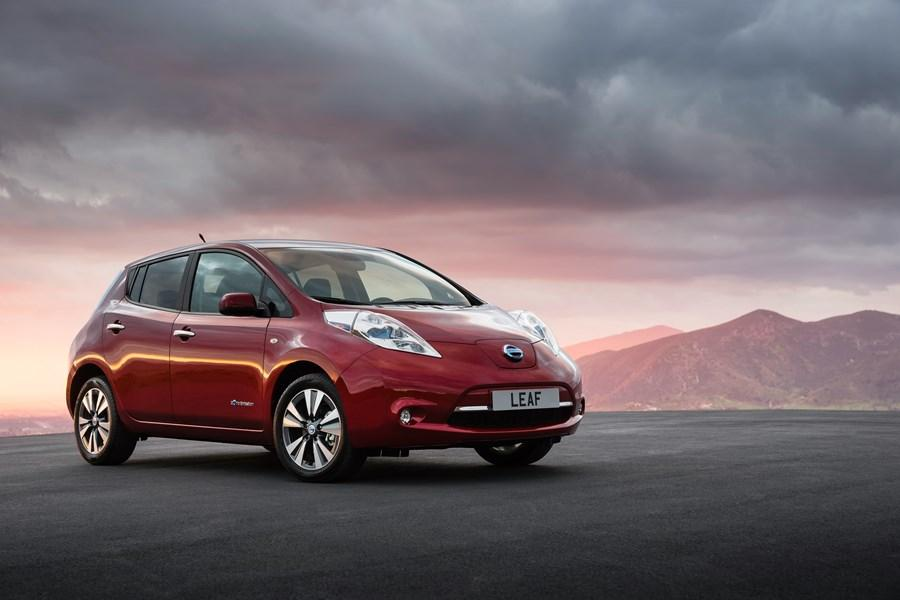 As Nissan LEAF passes 40,000 UK sales, the original mainstream EV is named 'Used Electric Car of the Year' at DrivingElectric Awards 2021