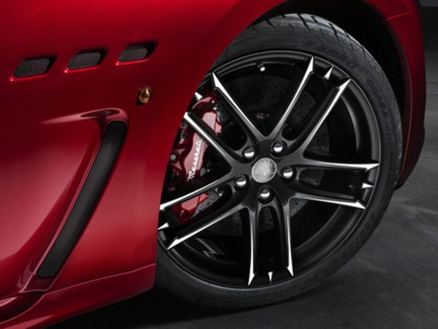 wheel of maserati granturismo mc stradale centennial edition