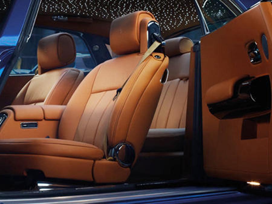 inside of rolls-royce phantom coupe