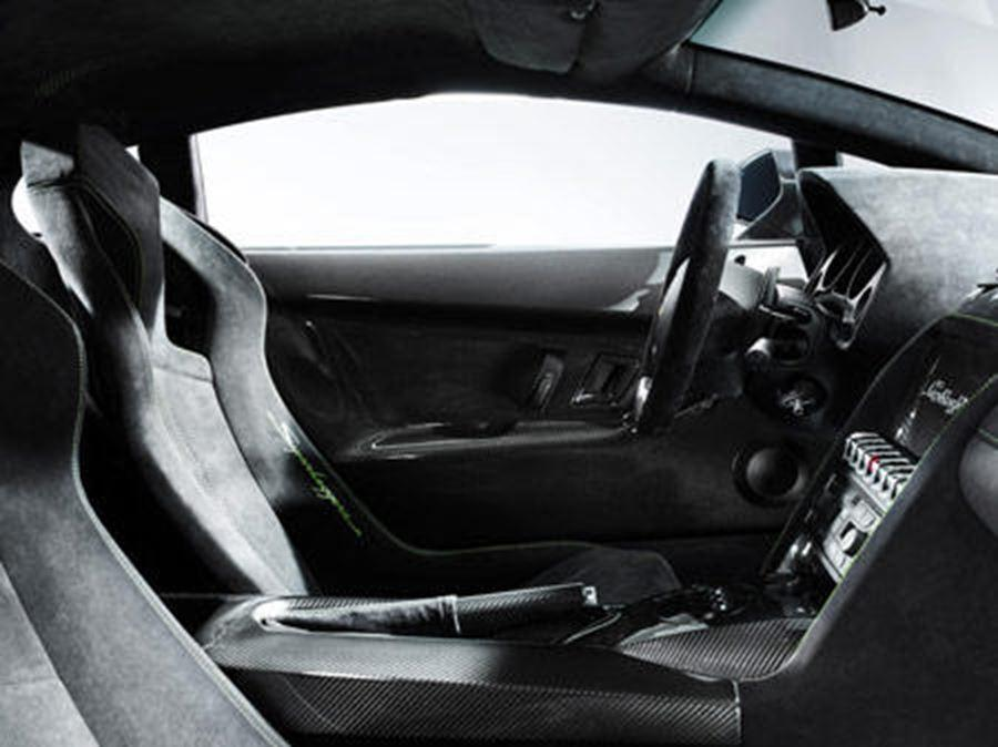 inside of lamborghini superleggera