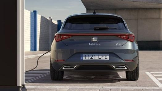 SEAT Leon e-Hybrid on charge in the daytime