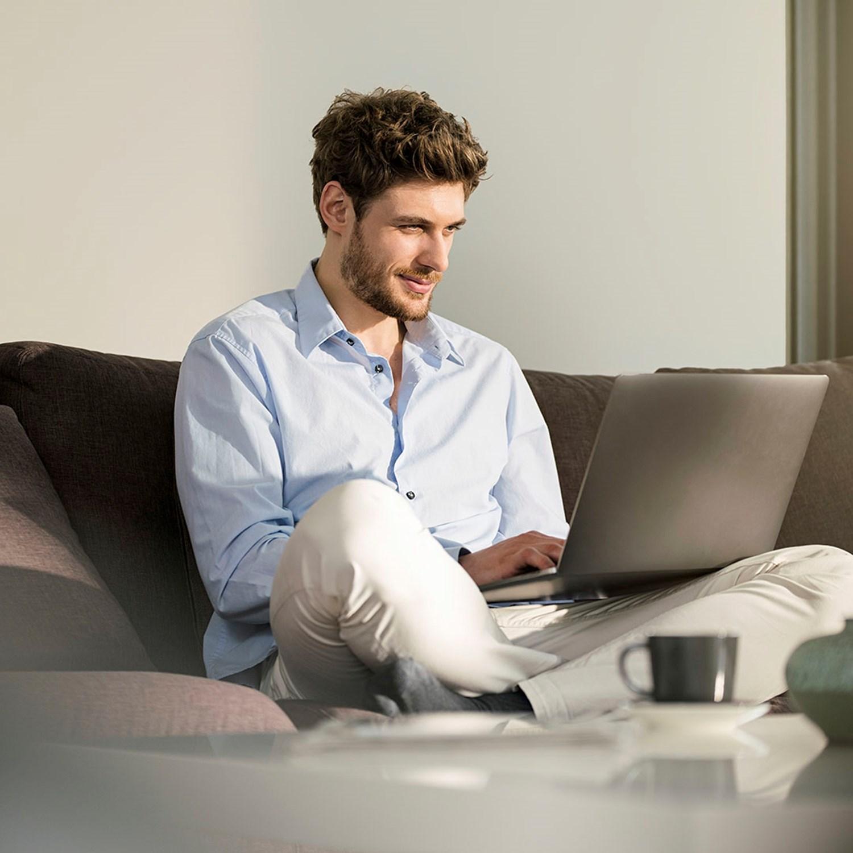 Customer in laptop